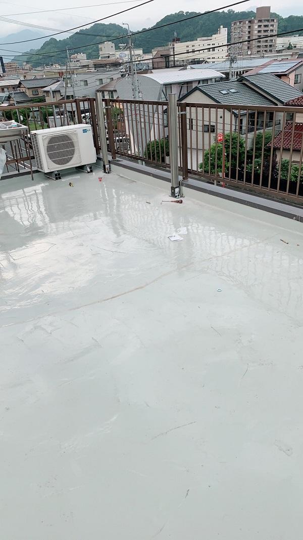 大阪府堺市 外壁塗装 マンション 屋上防水工事 ウレタン防水 通気緩衡工法 施工の様子