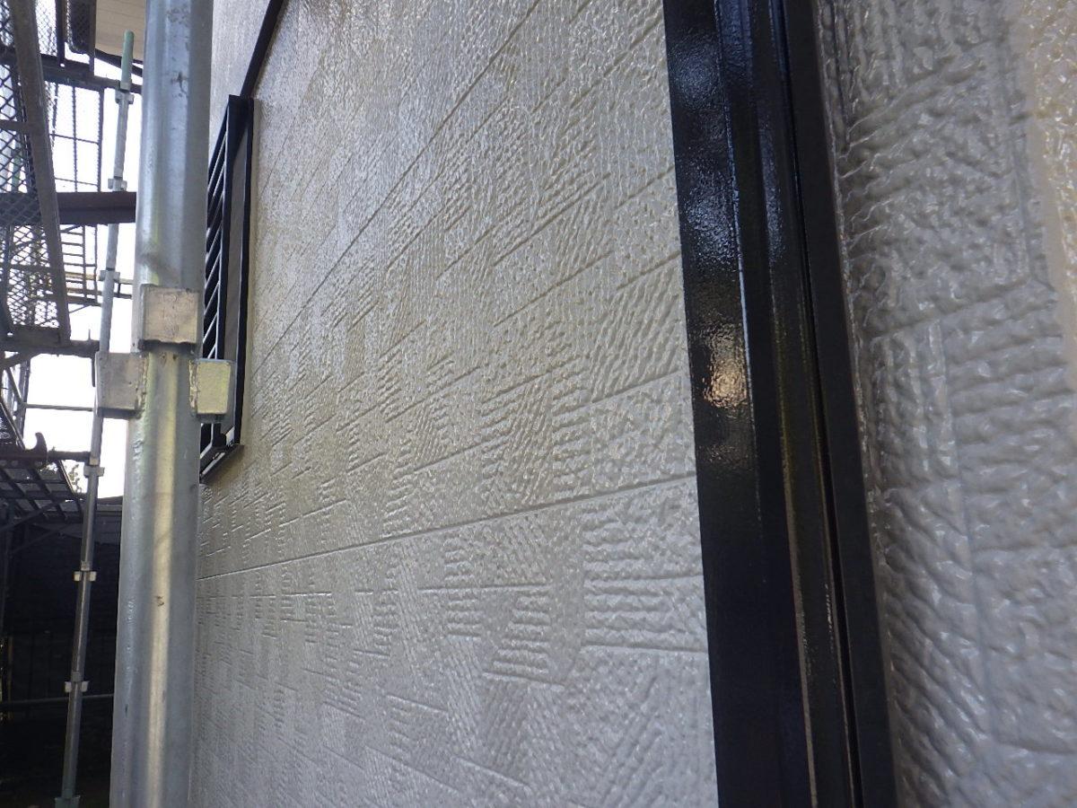 塗装後の外壁と雨樋の画像