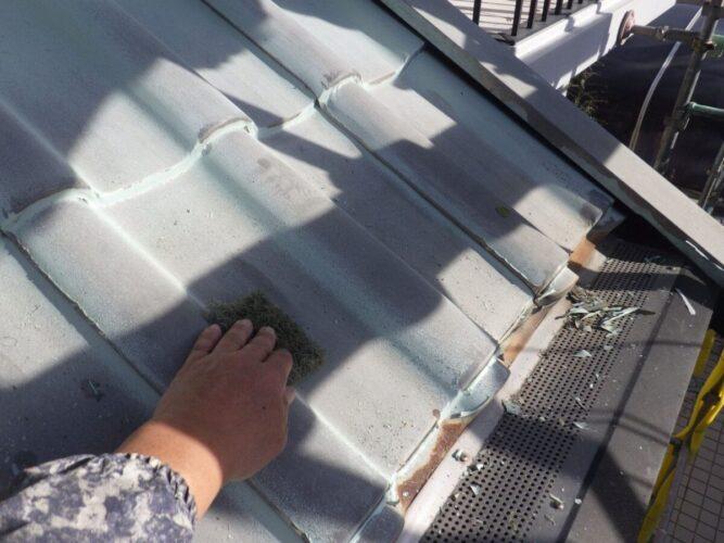 屋根塗装下地処理の画像