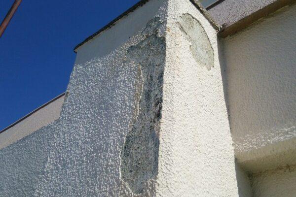 損傷した外壁の画像