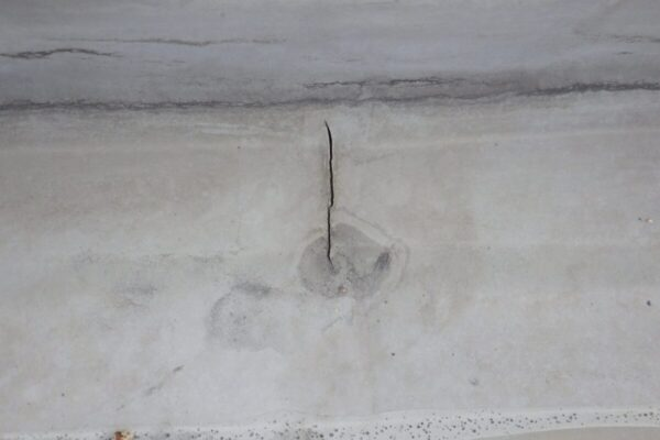 シート防水の破れの画像