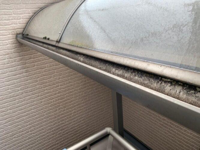 ベランダ屋根の洗浄の画像
