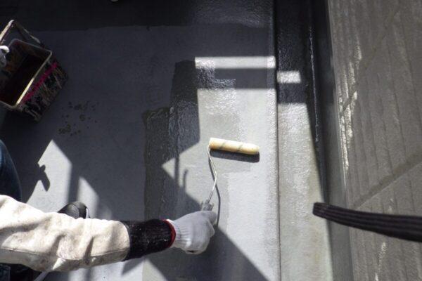ベランダ防水塗装の下塗りの画像
