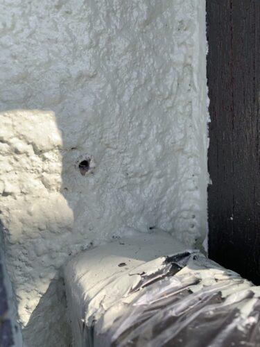 外壁のビス穴の画像