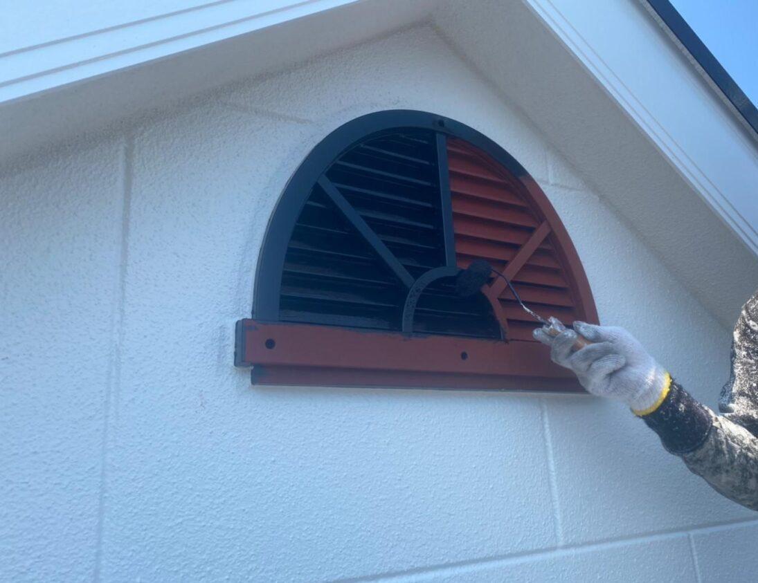 屋根裏 換気窓